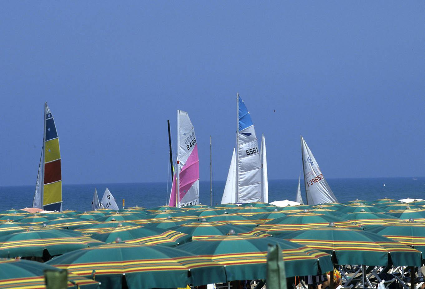 ITALIA, TOSCANA, COSTA DEGLI ETRUSCHI, Castagneto Carducci (LI): Marina di Donoratico, spiaggia.