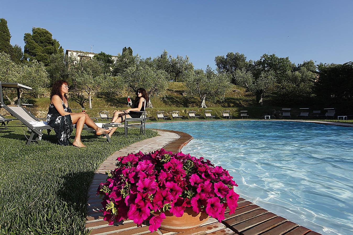 Hotel mit schwimmbad in bolgheri zi martino for Hotel munster mit schwimmbad